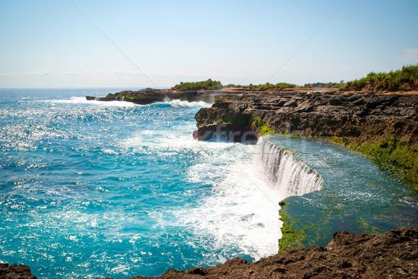 Könnyek sziget Indonézia sziklák nyár óceán Stock fotó © dinozzaver