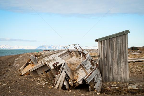 заброшенный судно берега разрушенный пейзаж домой Сток-фото © dinozzaver