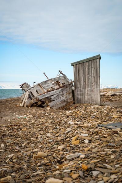 Terkedilmiş gemi kıyı yok manzara ev Stok fotoğraf © dinozzaver