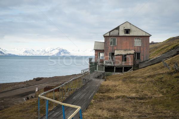 Elhagyatott ház orosz házak víz épület Stock fotó © dinozzaver
