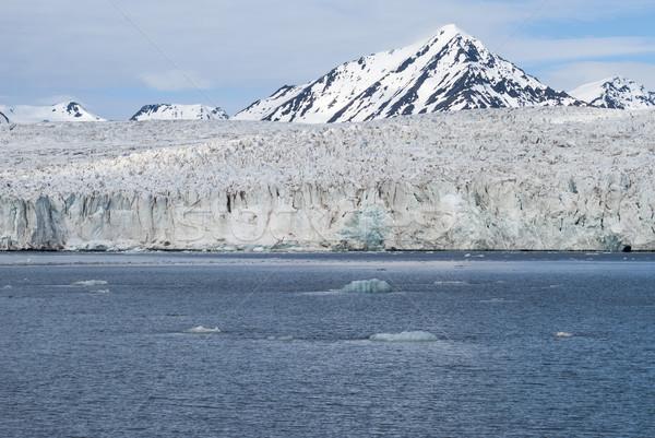 Gletsjer bergen achter water natuur Stockfoto © dinozzaver