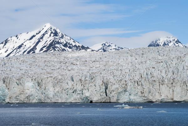 Gleccser sarkköri hegyek mögött víz tájkép Stock fotó © dinozzaver