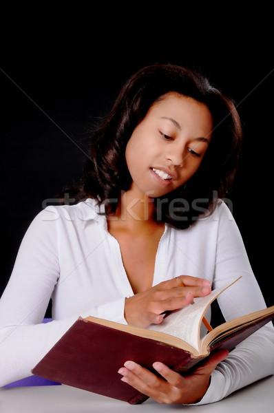 Studenten Lesung Buch Computer Mädchen Stock foto © diomedes66
