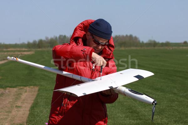 Homme ciel herbe modèle domaine radio Photo stock © Discovod