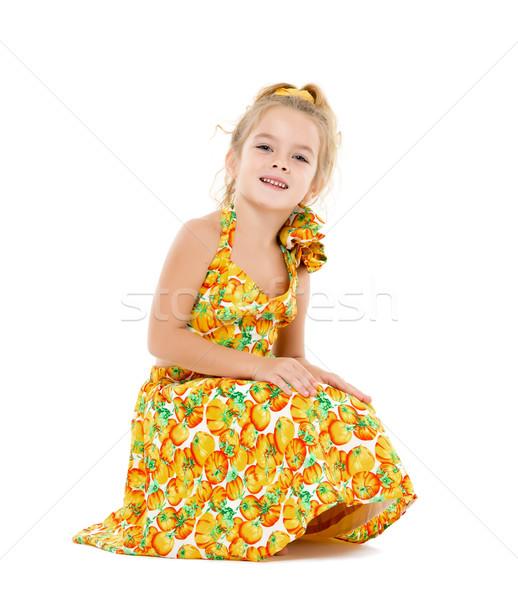 Küçük kız sarı elbise poz beyaz kız Stok fotoğraf © Discovod