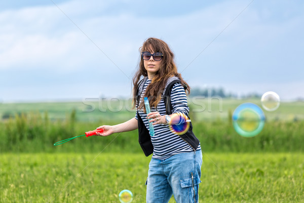 Belo mulher jovem grama verde mulher Foto stock © Discovod
