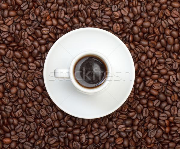 Tasse chaud café grains de café boire plaque Photo stock © Discovod