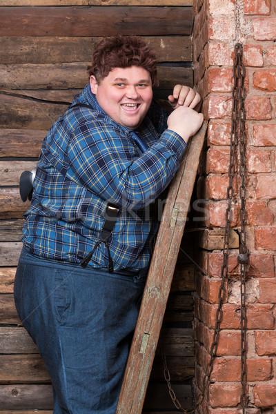 счастливым избыточный вес молодым человеком Постоянный кирпичная стена Top Сток-фото © Discovod