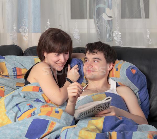 Kruiswoordraadsel puzzel verloofd bed vrouwen Stockfoto © Discovod