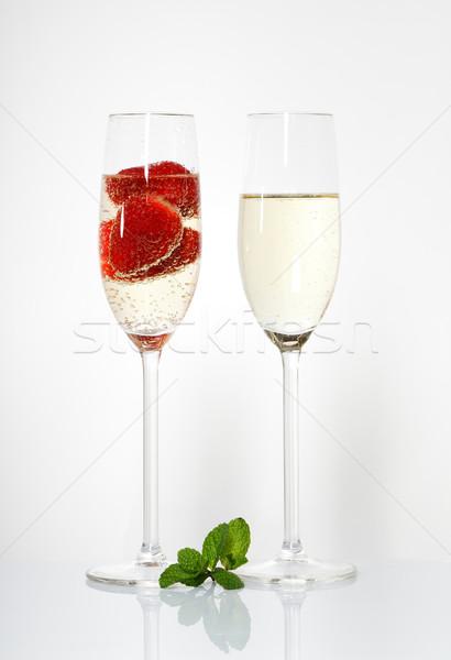 2 眼鏡 ワイン イチゴ 白 ストックフォト © Discovod