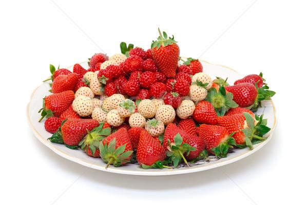 Blanche rouge fraises plaque alimentaire Photo stock © Discovod