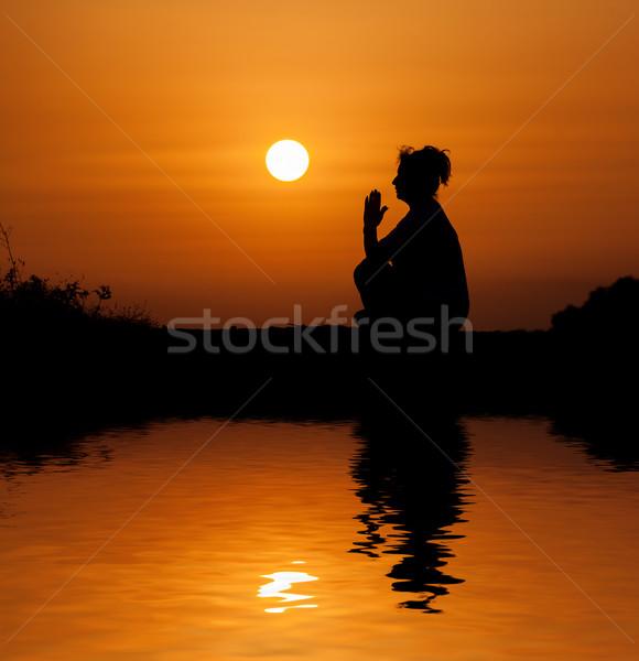 シルエット 女性 座って リラックス オレンジ 日没 ストックフォト © Discovod