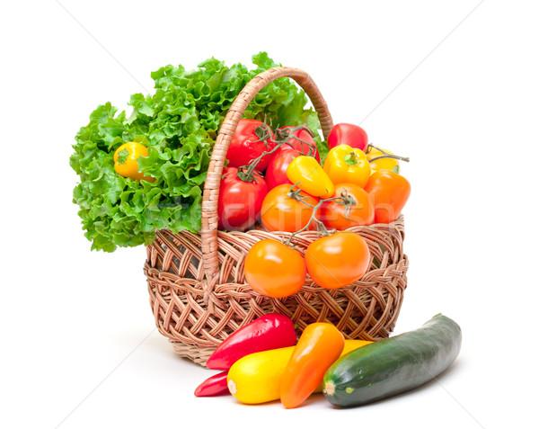 Gemengd verse groenten mand witte voedsel achtergrond Stockfoto © Discovod