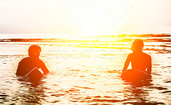 Silueta surfistas dentro océano agua Foto stock © DisobeyArt