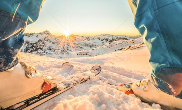 Esquiador atleta em pé maravilhoso pôr do sol esquiar Foto stock © DisobeyArt
