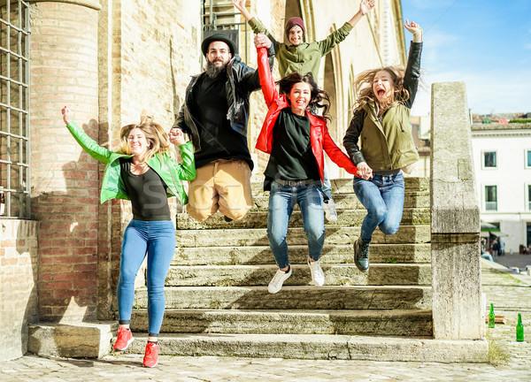 Szczęśliwy znajomych skoki zewnątrz miasta Zdjęcia stock © DisobeyArt