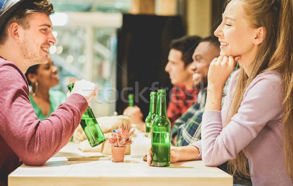 Derűs boldog barátok pirít élvezi idő Stock fotó © DisobeyArt