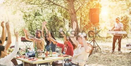 Stockfoto: Gelukkig · vrienden · picknick · bbq · partij