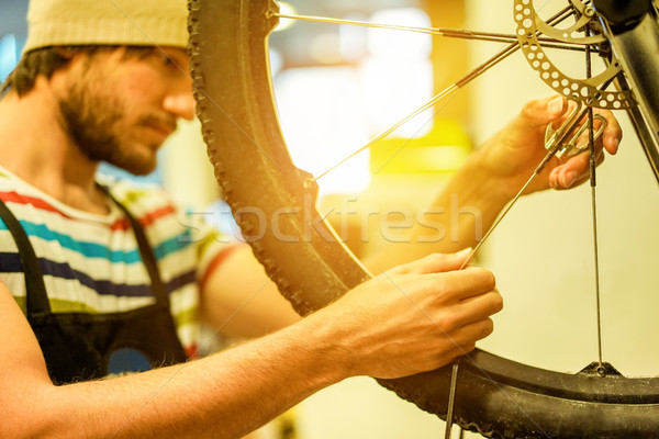 Stijlvol bebaarde fiets monteur professionele werk Stockfoto © DisobeyArt