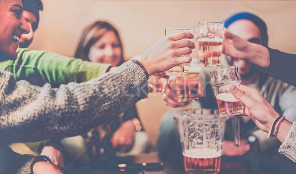 Gelukkig vrienden lachend pub bergen Stockfoto © DisobeyArt
