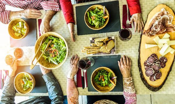 Top senior mensen eten salade Stockfoto © DisobeyArt