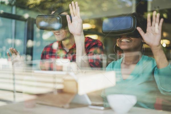 En İyi arkadaşlar sanal gerçeklik gözlük Stok fotoğraf © DisobeyArt