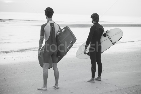 Genç sörfçü bekleme dalgalar plaj doğa sporları Stok fotoğraf © DisobeyArt