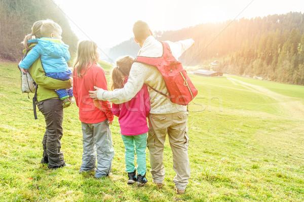 Famille trekking vacances jour Suisse Photo stock © DisobeyArt