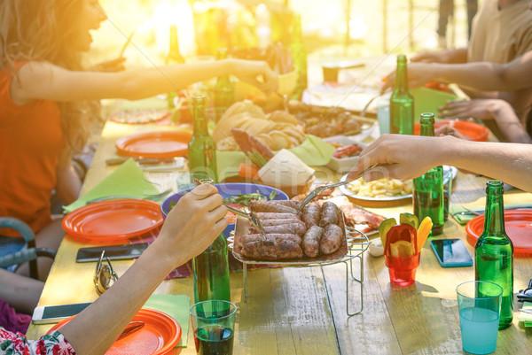 Csoport diákok barbecue napos idő fiatal derűs Stock fotó © DisobeyArt