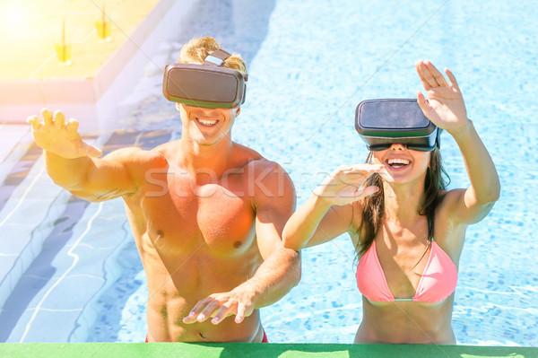 Jonge gelukkig paar virtueel realiteit Stockfoto © DisobeyArt