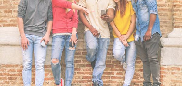 друзей смотрят Мобильные телефоны университета Сток-фото © DisobeyArt