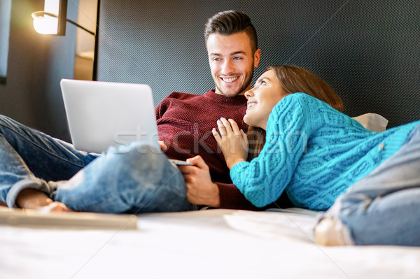 Glücklich Freund Freundin Warenkorb online Laptop Stock foto © DisobeyArt