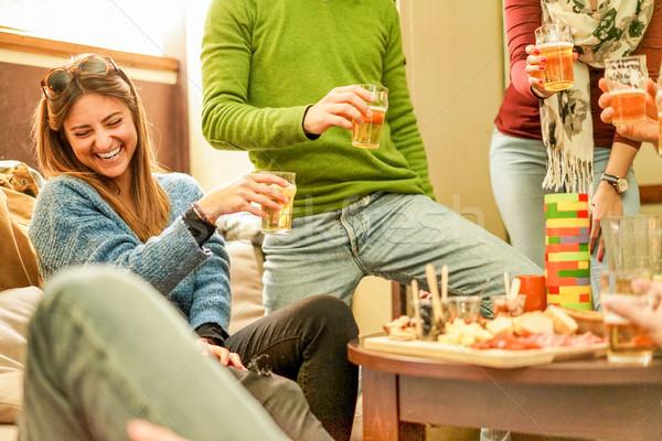 Fiatal barátok szórakozás pirít sör bár Stock fotó © DisobeyArt