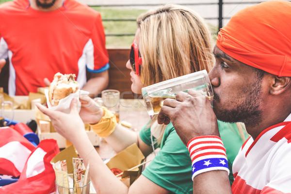 Amerikai szurkolók eszik pirít bár étterem Stock fotó © DisobeyArt