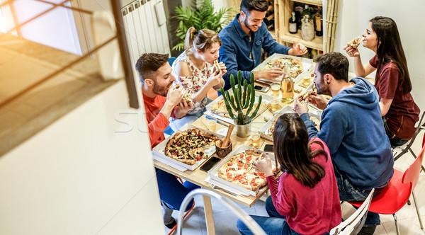 Sótão ver feliz amigos alimentação pizza Foto stock © DisobeyArt
