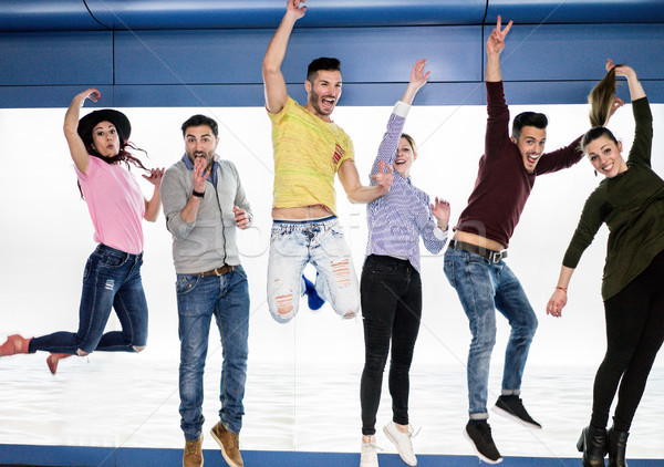 Grup mutlu arkadaşlar atlama yeraltı metro Stok fotoğraf © DisobeyArt