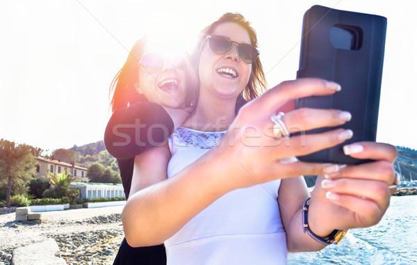 Dos mejor toma foto teléfono móvil Foto stock © DisobeyArt