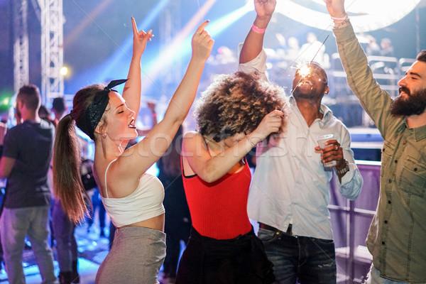 Giovani amici dancing night club festival evento Foto d'archivio © DisobeyArt