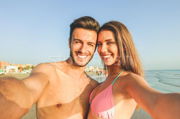 Gelukkig paar strand zonnige Stockfoto © DisobeyArt