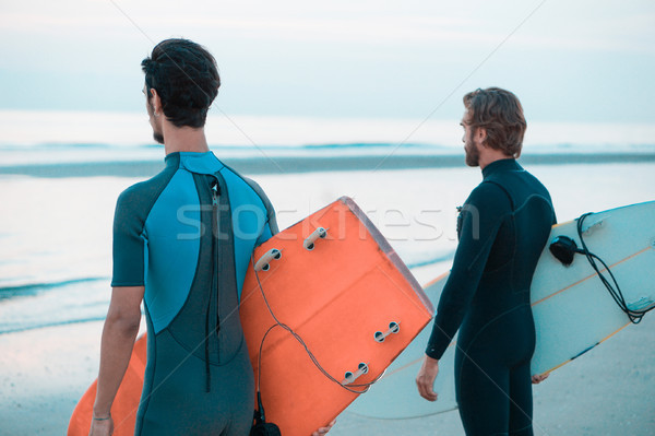 Genç sörfçü bekleme dalgalar plaj seyahat Stok fotoğraf © DisobeyArt