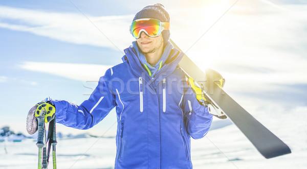 Skiër klaar skiën uitrusting zon Stockfoto © DisobeyArt