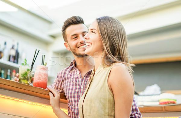 Knap paar lachend cocktails salon Stockfoto © DisobeyArt