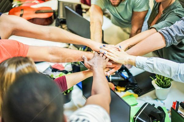 Jonge team handen samen nieuwe startup Stockfoto © DisobeyArt