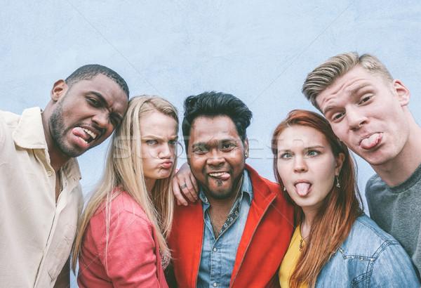 Boldog barátok sokoldalú készít vicces arcok Stock fotó © DisobeyArt