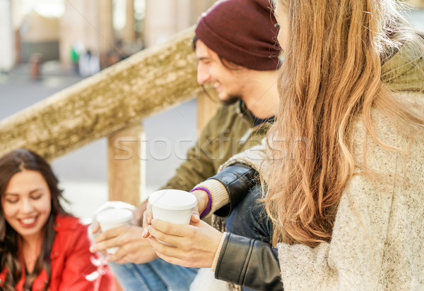 Gençler kahve kâğıt uzak Stok fotoğraf © DisobeyArt