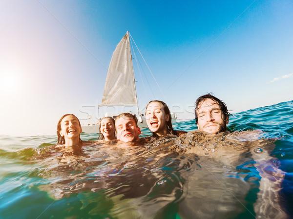 Feliz amigos natación océano próximo vela Foto stock © DisobeyArt