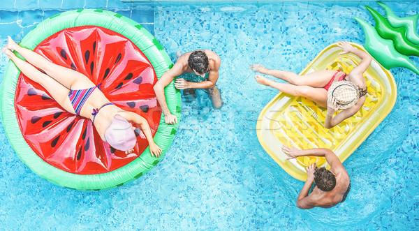 Heureux amis à l'intérieur piscine jeunes Photo stock © DisobeyArt