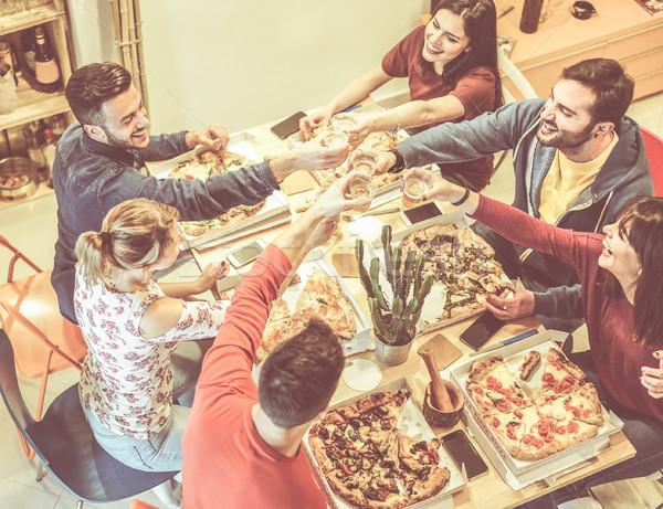 Zdjęcia stock: Szczęśliwy · znajomych · jedzenie · pizza · papieru