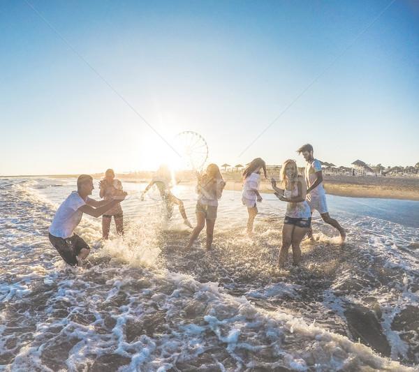 счастливым друзей пляж закат молодые люди Сток-фото © DisobeyArt