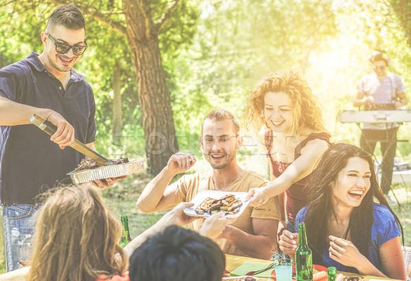 Stock fotó: Boldog · barátok · szórakozás · barbecue · buli · iszik